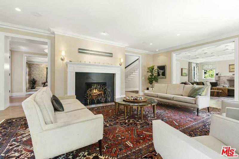 1822 Camino Palmero Living Room