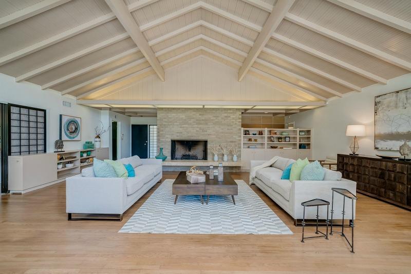 Real Golden Girls house living room