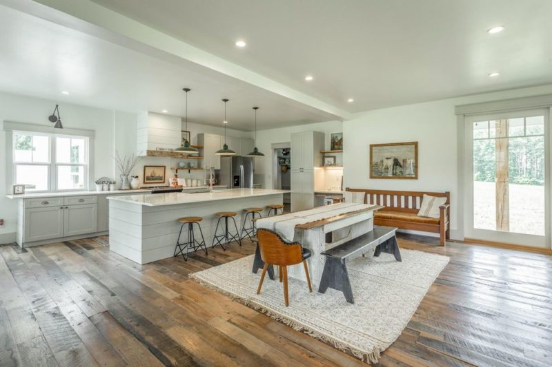 kitchen and dining area in modern farmhouse