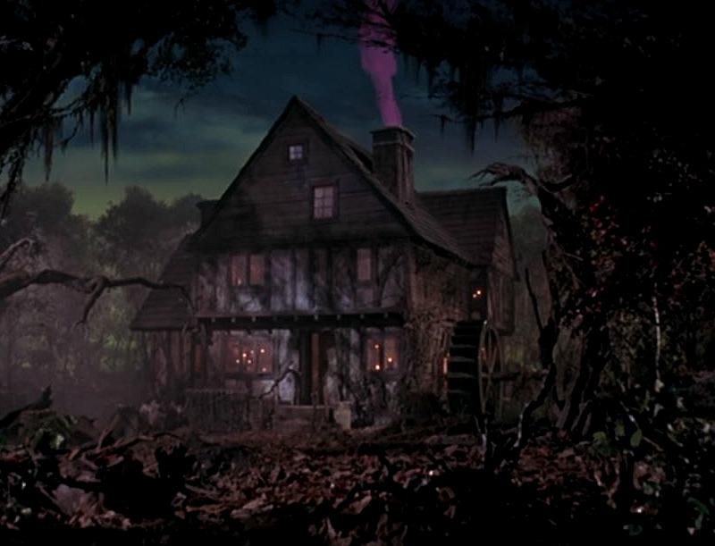 Hocus Pocus Sanderson Sisters Cottage 1600s