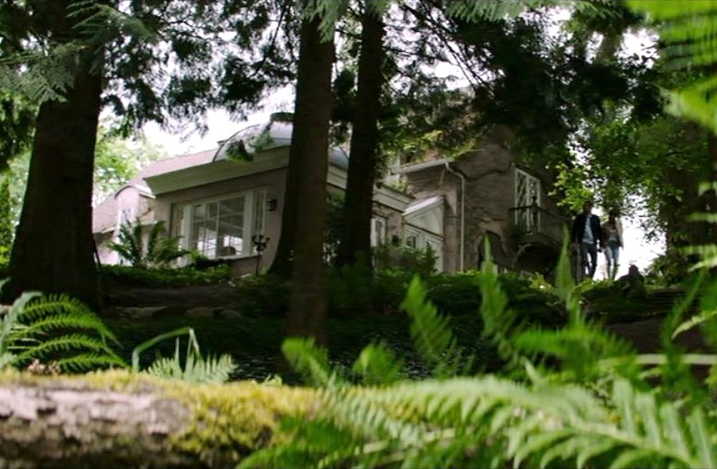 back of cottage in The Intruder movie