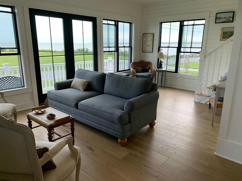 modern farmhouse cottage living room