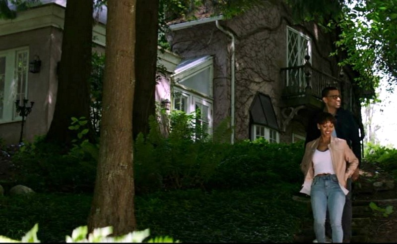 side of cottage in The Intruder movie