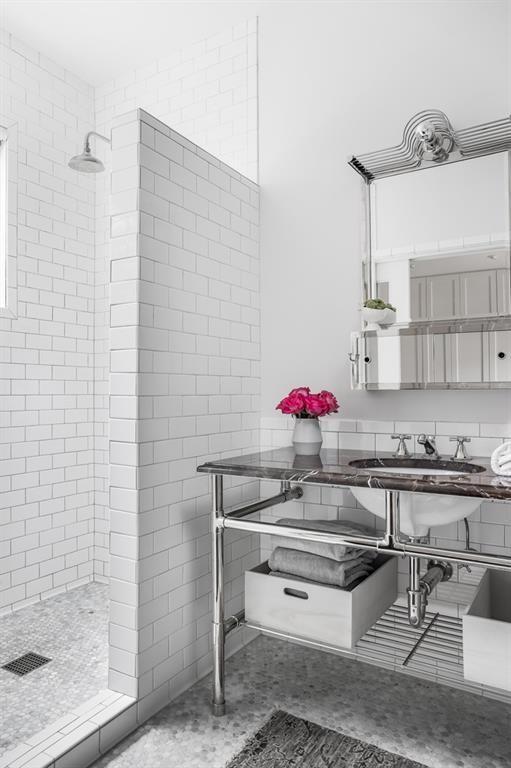 Austin Bungalow 122 Laurel Lane For Sale Bathroom