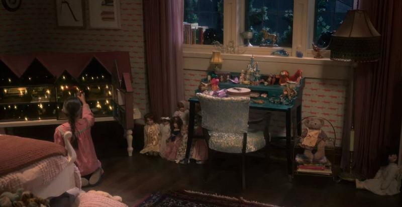 Flora's room dollhouse night