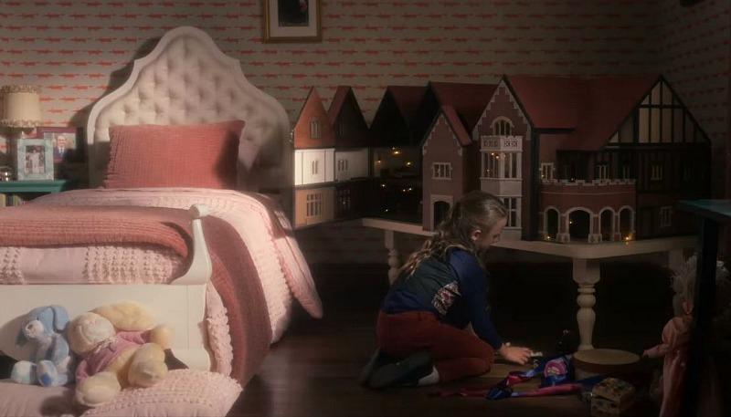 Flora's room dollhouse