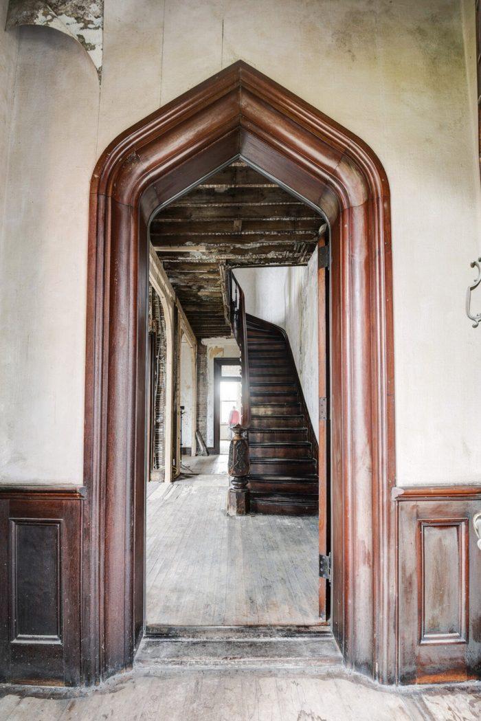 real estate photos auburn castle entry