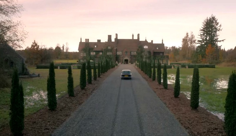 tree-lined lane leading to the manor