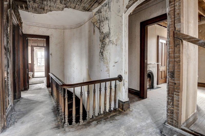 upstairs landing auburn castle